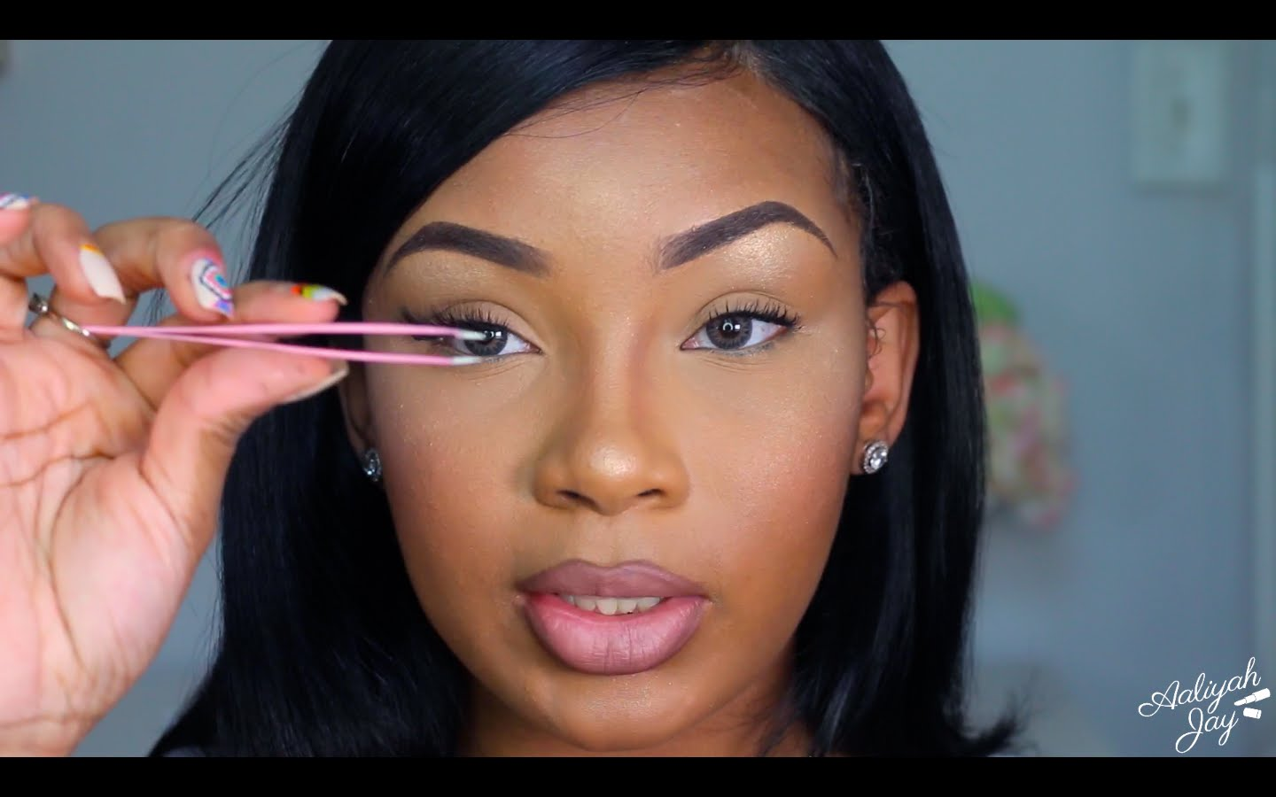 Watch How To Apply False Eyelashes Quickly And Easily video